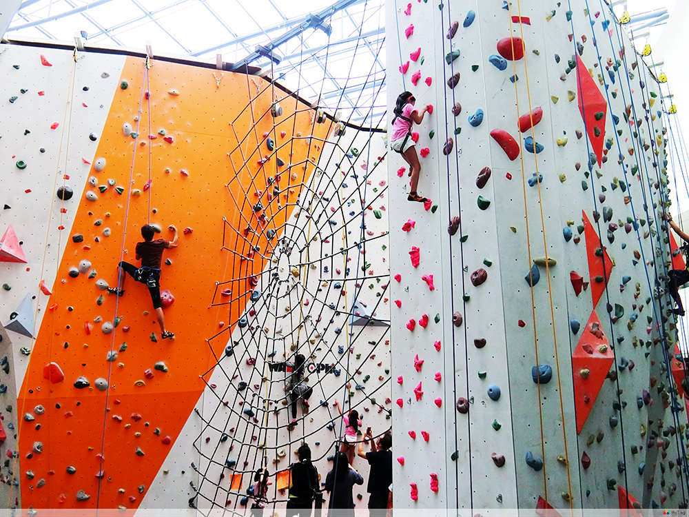 rockclimbing kallang wave mall